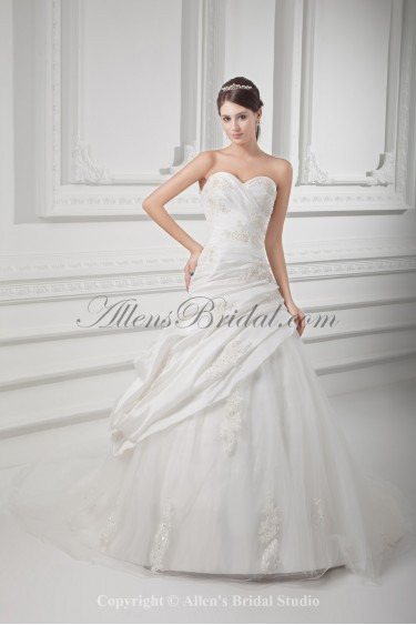 Taffeta Sweetheart Neckline Ball Gown Floor Length Embroidered Wedding Dress