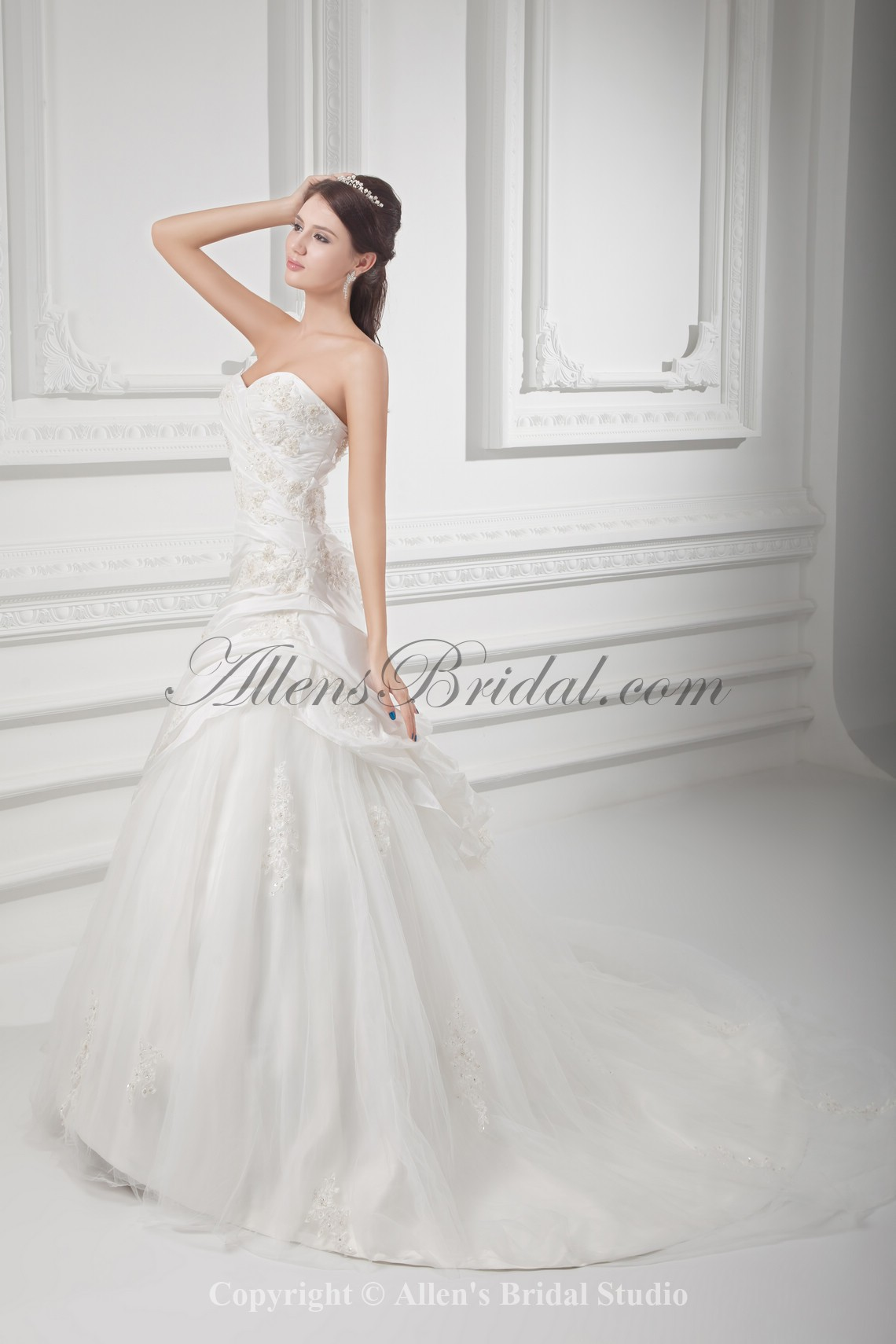 /1021-8184/taffeta-sweetheart-neckline-ball-gown-floor-length-embroidered-wedding-dress.jpg