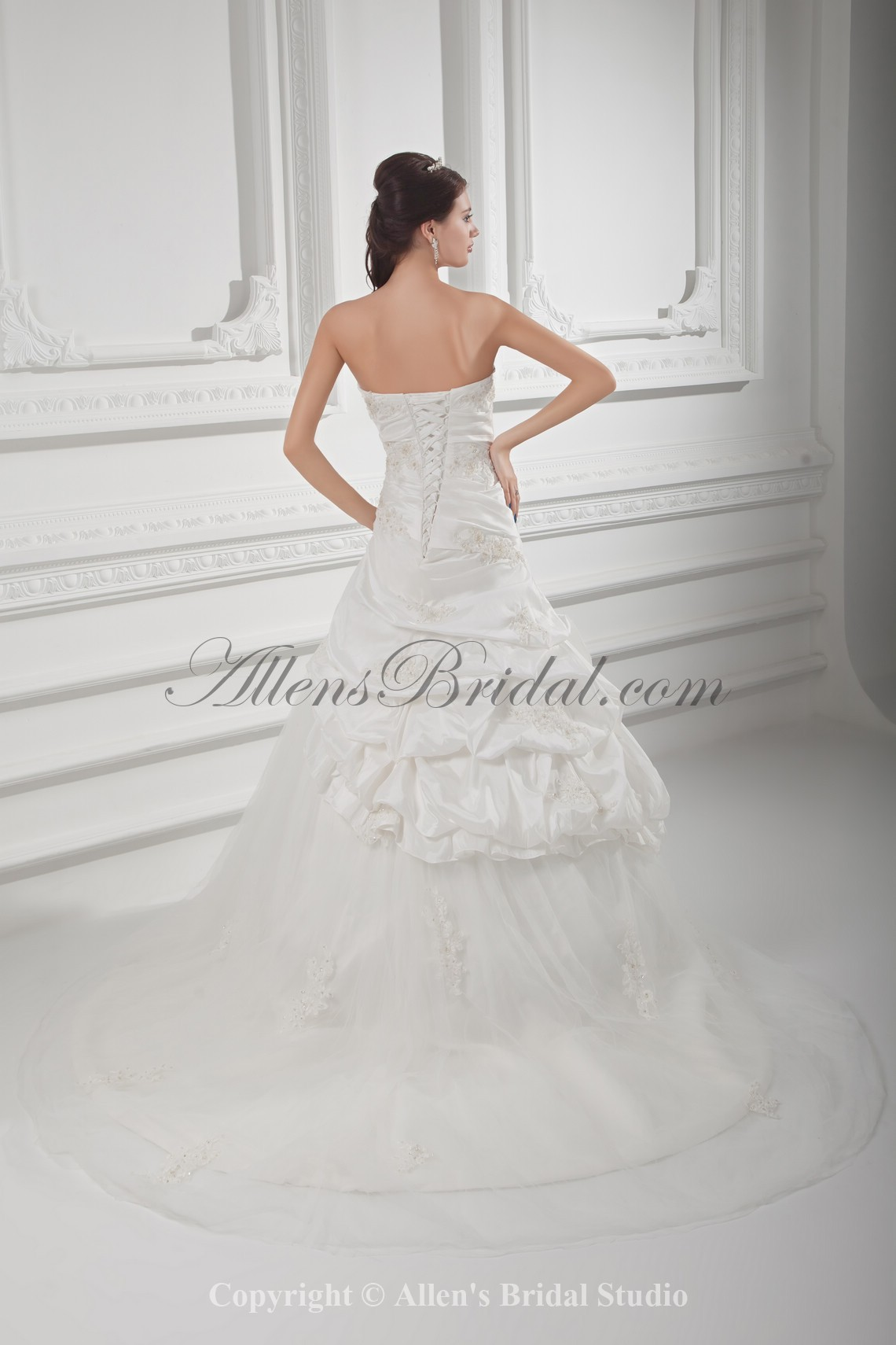 /1021-8188/taffeta-sweetheart-neckline-ball-gown-floor-length-embroidered-wedding-dress.jpg