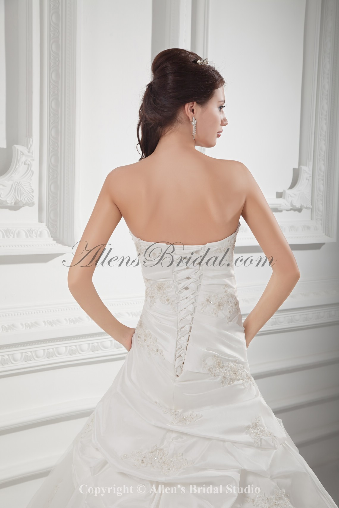 /1021-8189/taffeta-sweetheart-neckline-ball-gown-floor-length-embroidered-wedding-dress.jpg