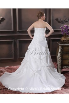 Embroiderd Beading Sweetheart Sweep Train Taffeta A-Line Plus Size Wedding Dress