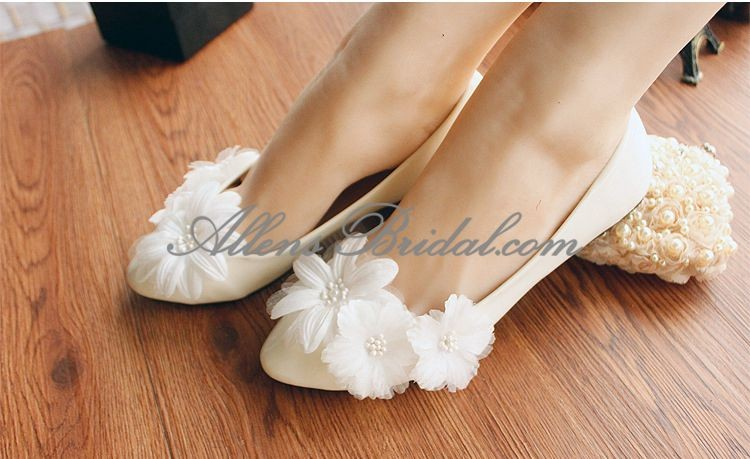 /2271-15829/handmade-lace-flowers-wedding-shoes.jpg