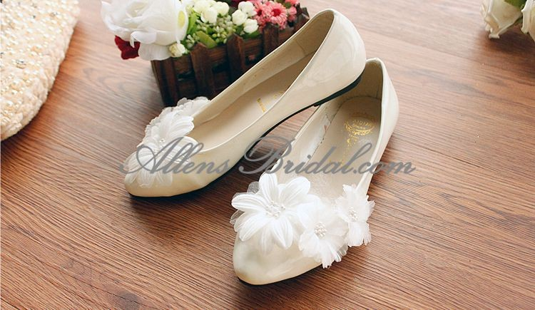 /2271-15834/handmade-lace-flowers-wedding-shoes.jpg