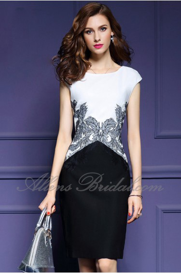Sheath / Column Knee-length Sleeveless Scoop Embroidery Mother of the Bride Dress