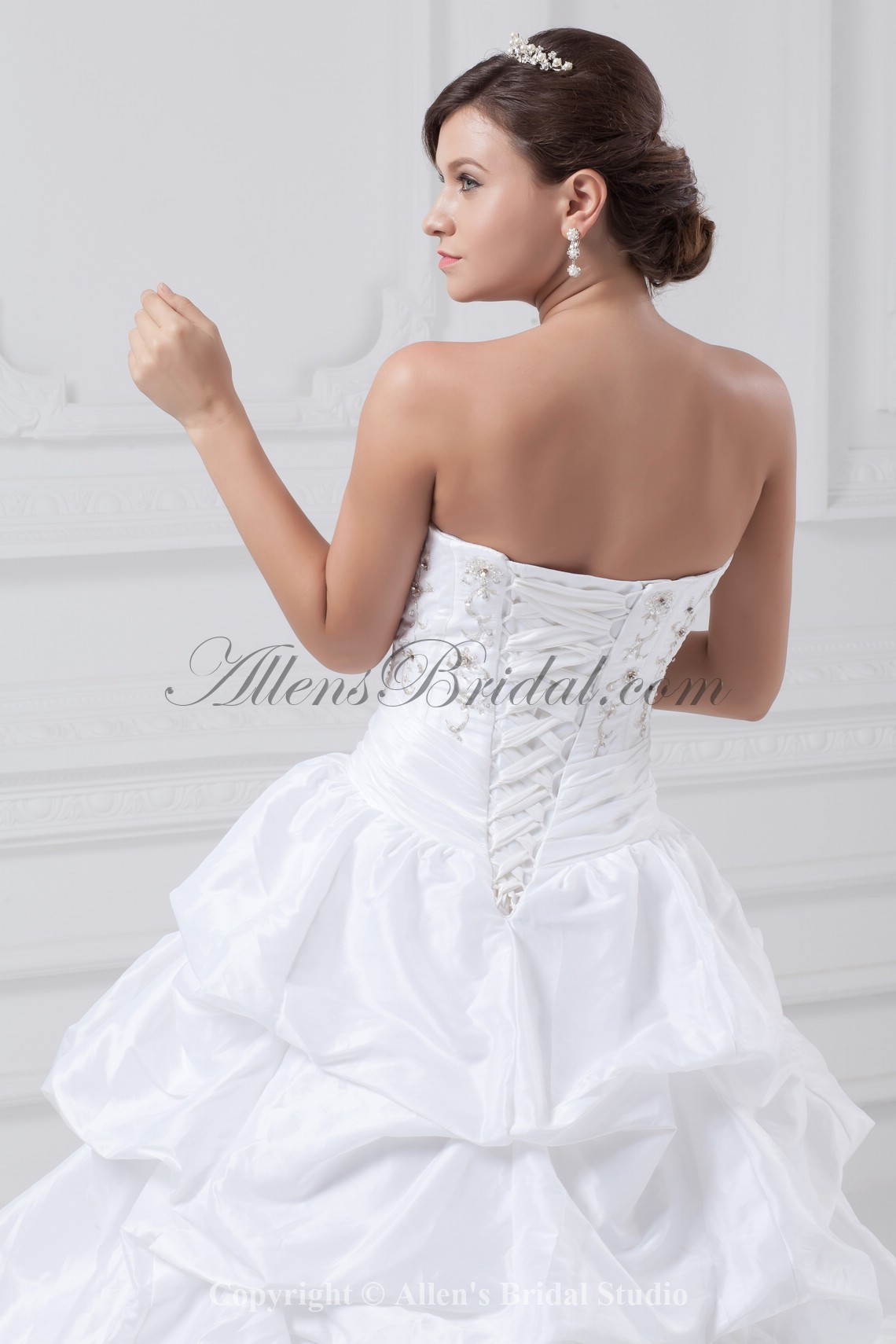 /885-7098/taffeta-sweetheart-neckline-sweep-train-ball-gown-embroidered-wedding-dress.jpg