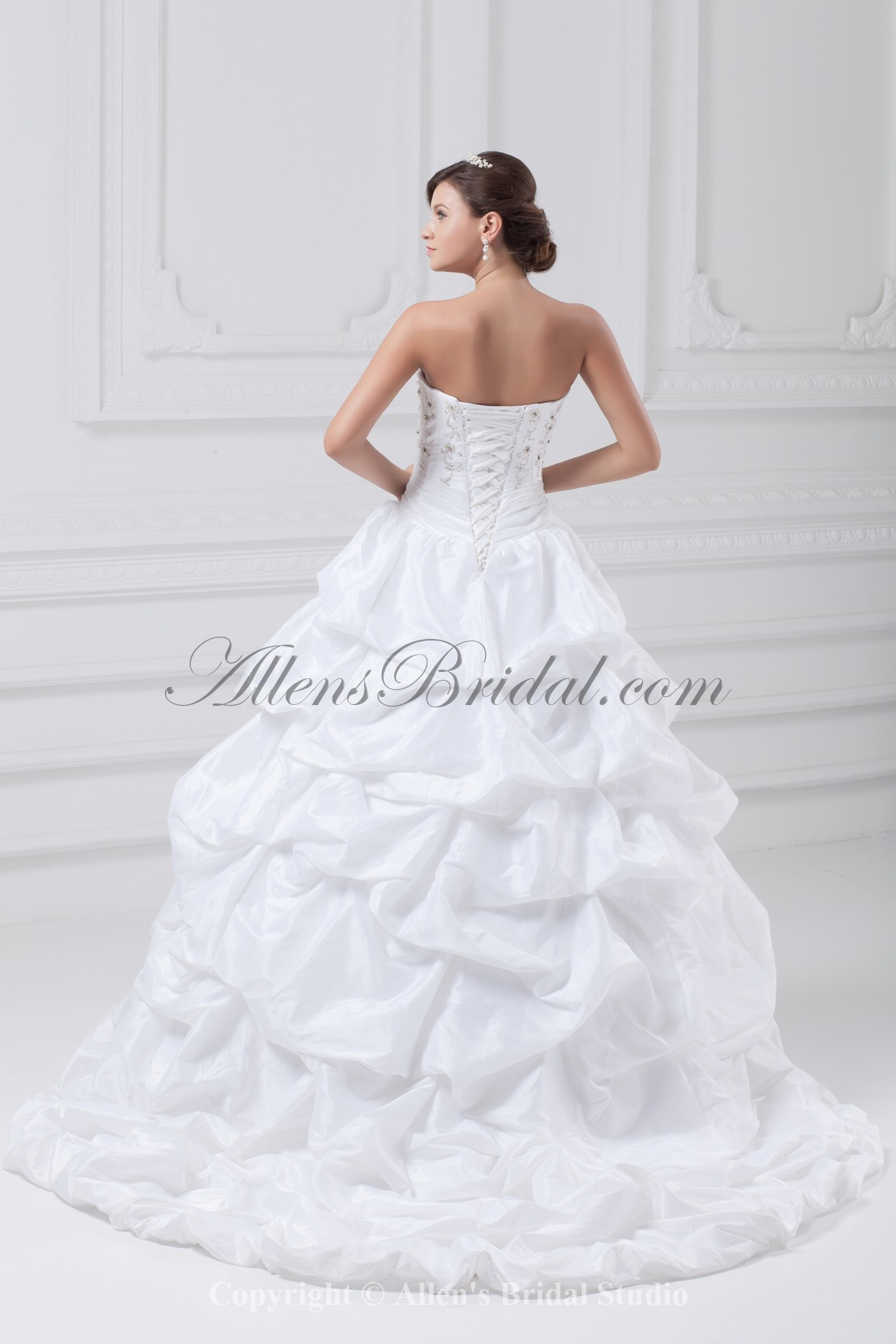 /885-7099/taffeta-sweetheart-neckline-sweep-train-ball-gown-embroidered-wedding-dress.jpg