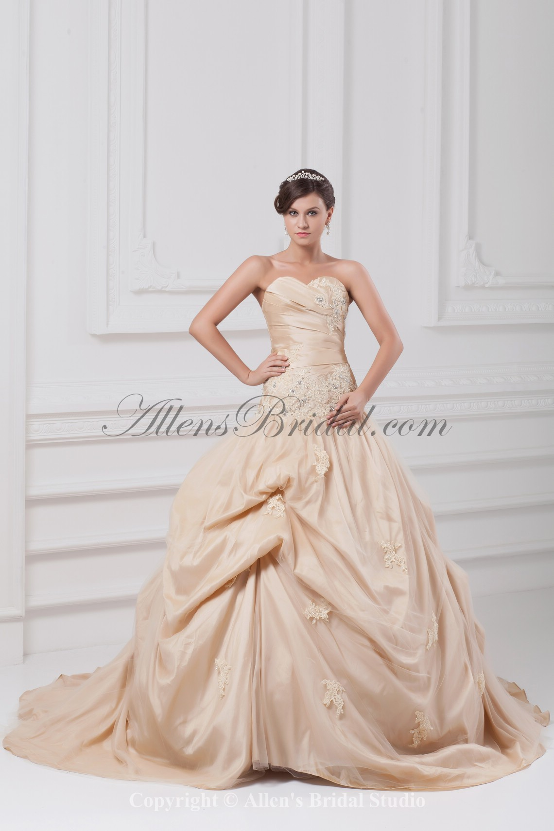 /891-7140/taffeta-sweetheart-neckline-chapel-train-ball-gown-embroidered-wedding-dress.jpg
