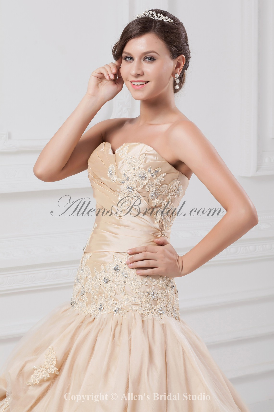 /891-7142/taffeta-sweetheart-neckline-chapel-train-ball-gown-embroidered-wedding-dress.jpg