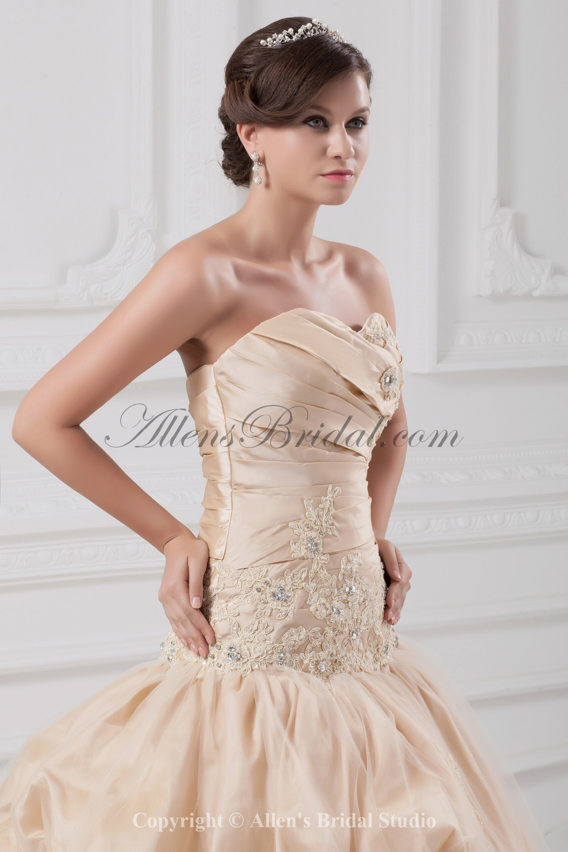 /891-7145/taffeta-sweetheart-neckline-chapel-train-ball-gown-embroidered-wedding-dress.jpg
