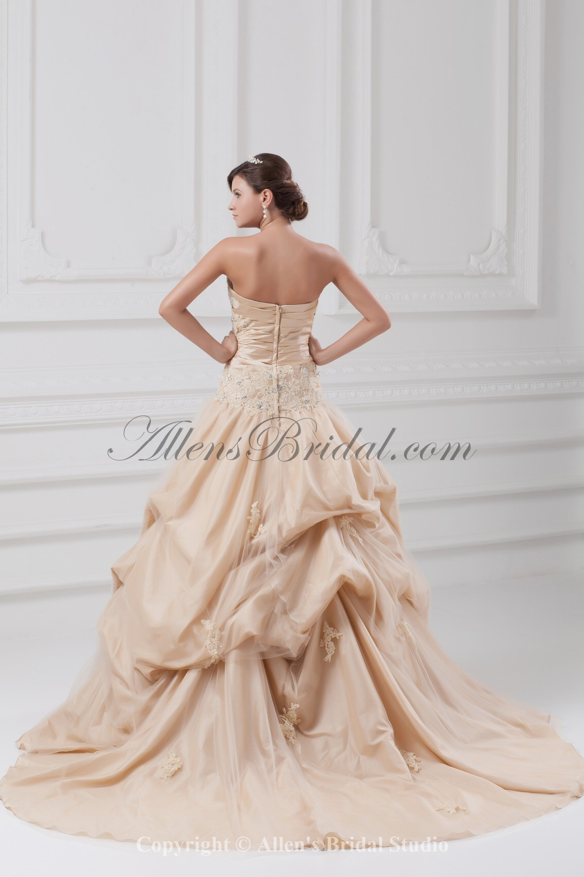 /891-7147/taffeta-sweetheart-neckline-chapel-train-ball-gown-embroidered-wedding-dress.jpg