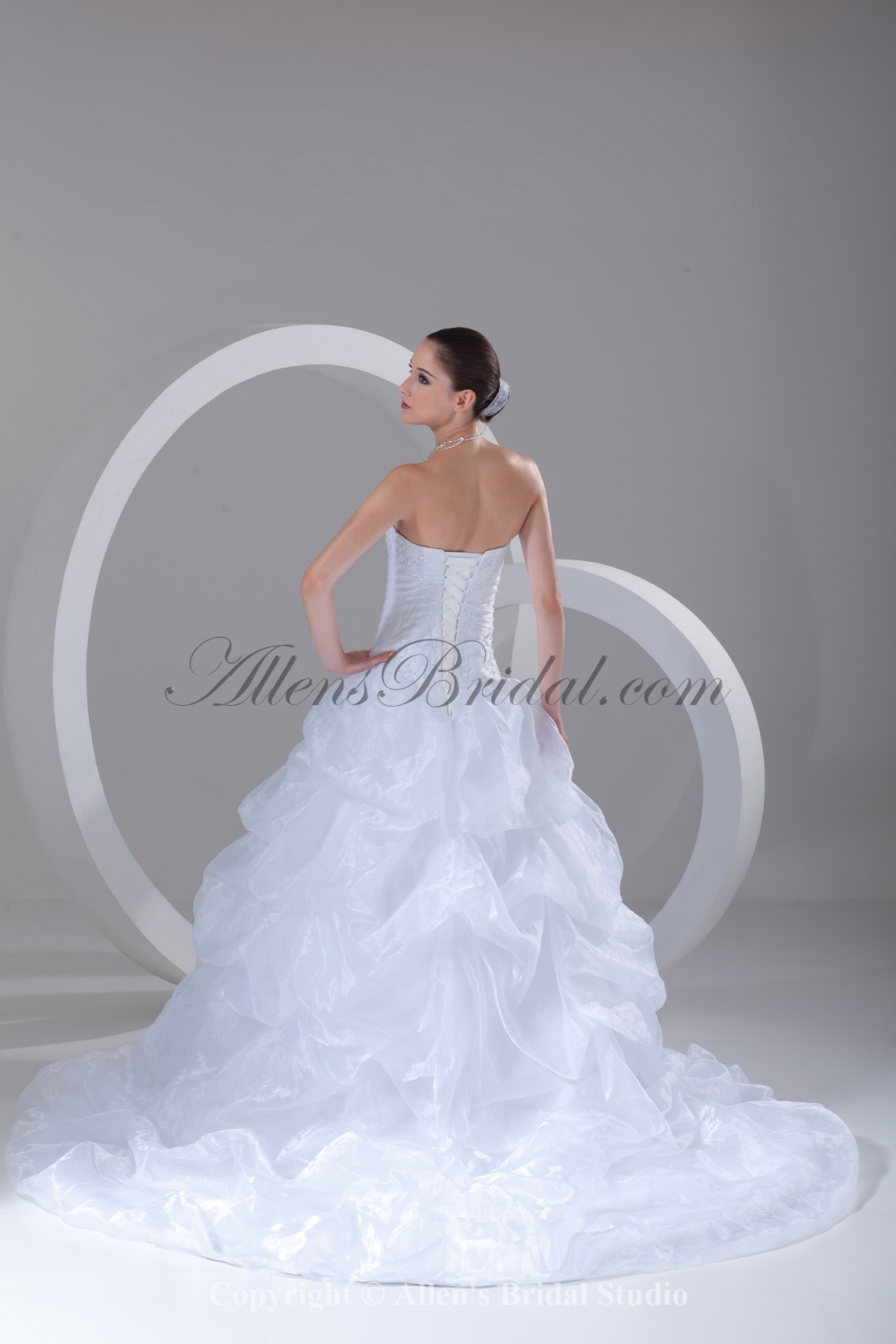 /899-7211/organza-sweetheart-neckline-sweep-train-ball-gown-embroidered-wedding-dress.jpg