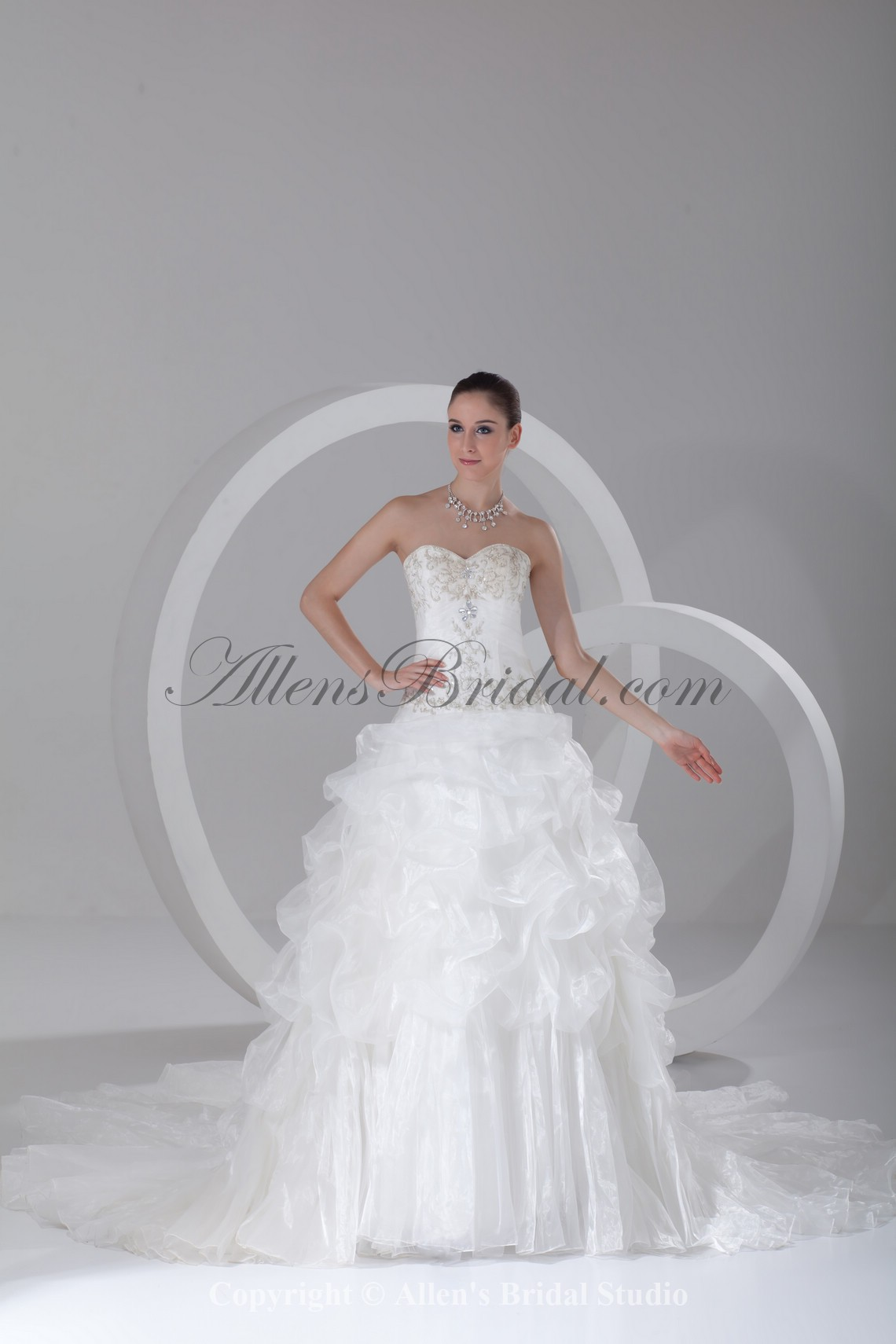 /910-7292/organza-sweetheart-neckline-chapel-train-ball-gown-embroidered-wedding-dress.jpg