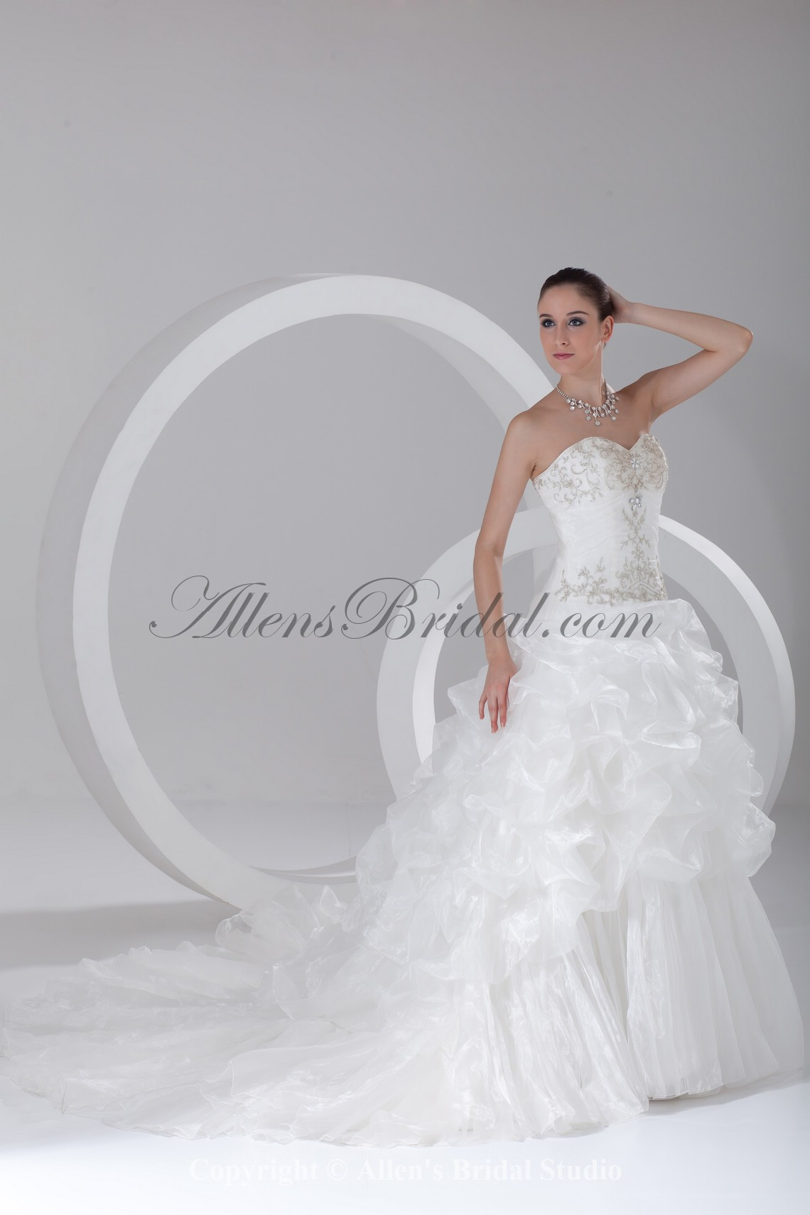 /910-7295/organza-sweetheart-neckline-chapel-train-ball-gown-embroidered-wedding-dress.jpg