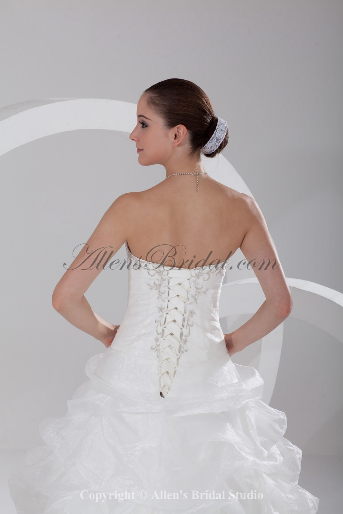 /910-7298/organza-sweetheart-neckline-chapel-train-ball-gown-embroidered-wedding-dress.jpg