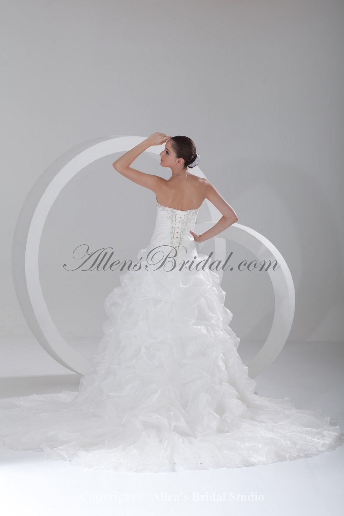 /910-7299/organza-sweetheart-neckline-chapel-train-ball-gown-embroidered-wedding-dress.jpg