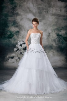 Net Scoop Neckline Sweep Train A-line Embroidered Wedding Dress