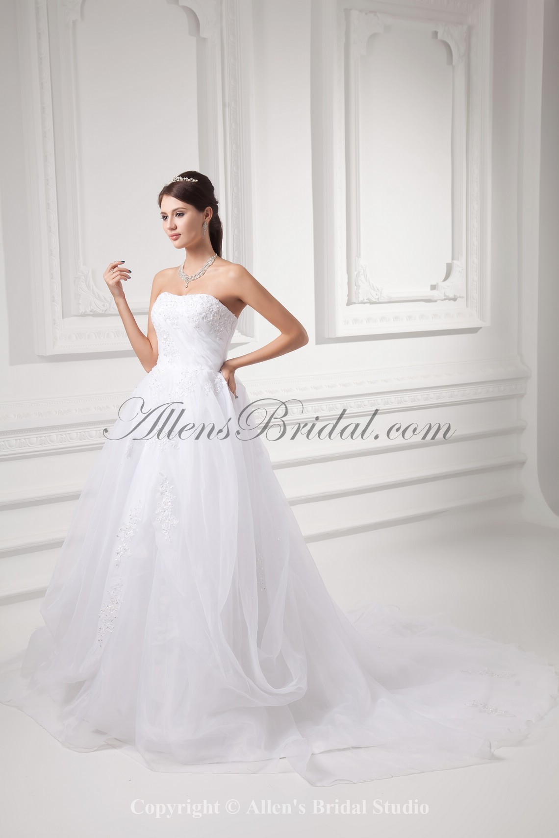 /992-7951/organza-strapless-ball-gown-sweep-train-embroidered-wedding-dress.jpg