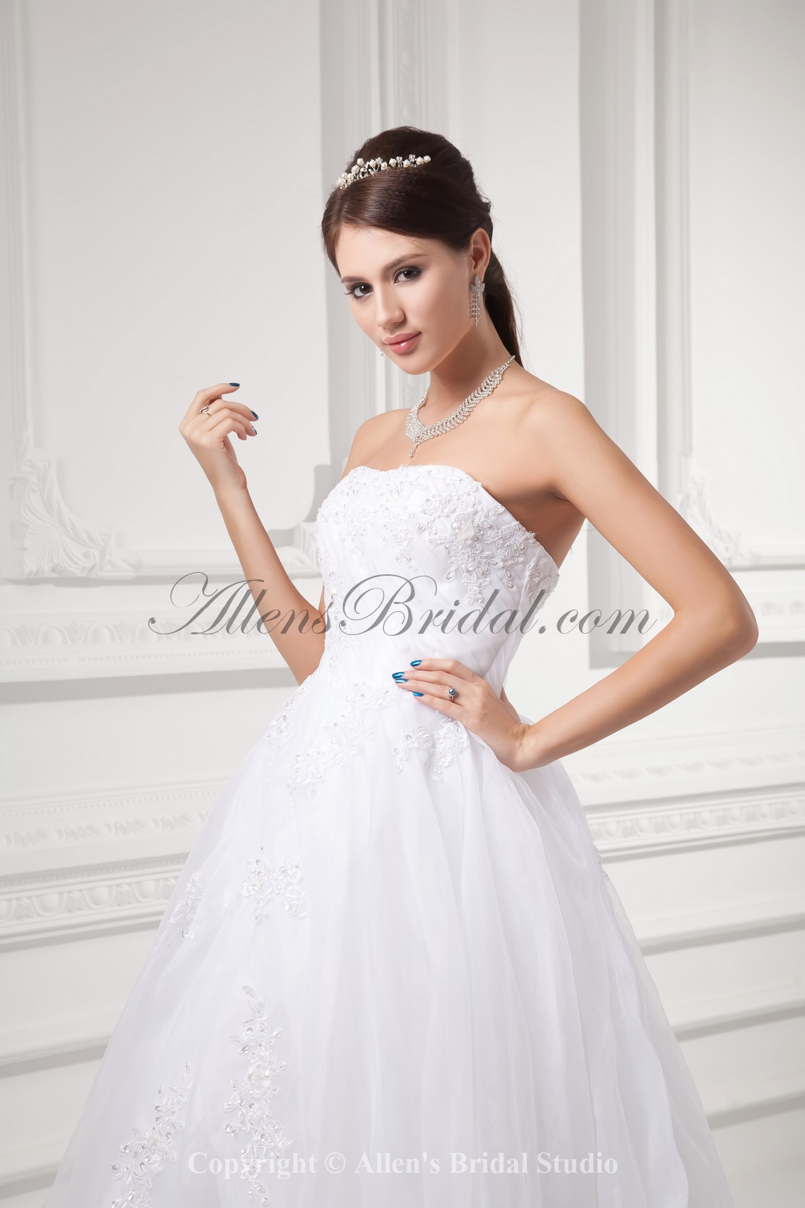/992-7952/organza-strapless-ball-gown-sweep-train-embroidered-wedding-dress.jpg