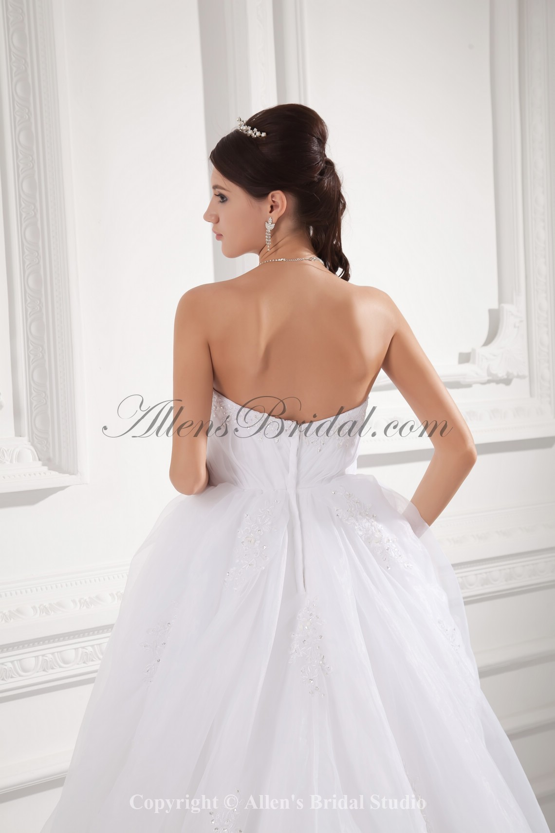 /992-7955/organza-strapless-ball-gown-sweep-train-embroidered-wedding-dress.jpg