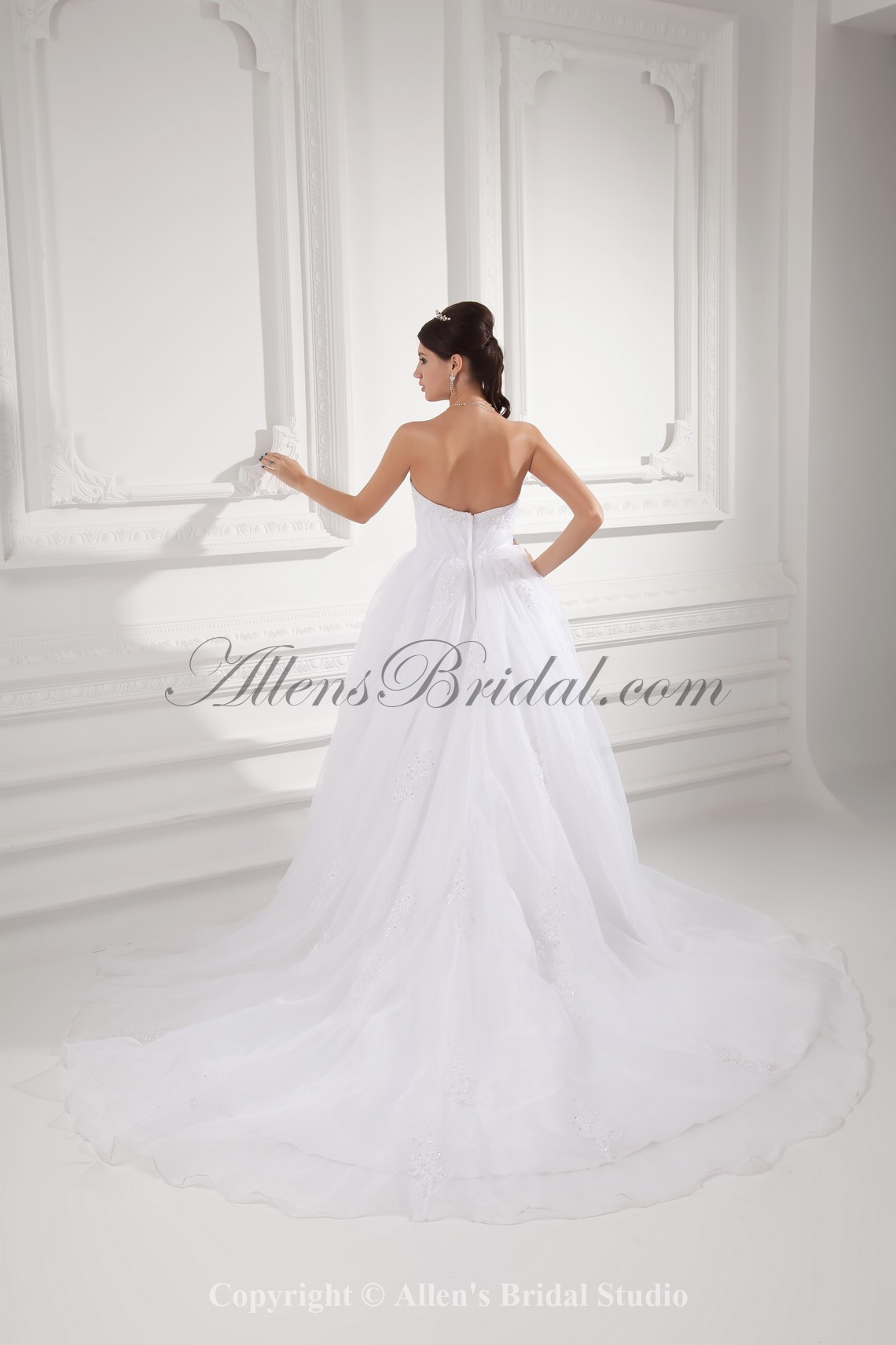 /992-7956/organza-strapless-ball-gown-sweep-train-embroidered-wedding-dress.jpg